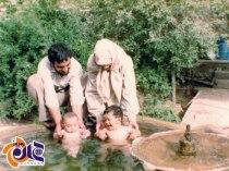 عکس/ دوقلوهای بشیر و نذیر در کنار پدر