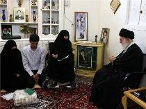 ماجرای امضاء رهبر انقلاب بر کفن مادر شهیدان فاطمی+تصاویر