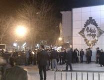 تجمع مالباختگان پدیده، تبرک و پرديسبان جلوی دفاتر آنها +تصاویر