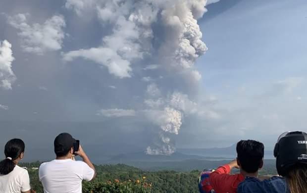 فوران مهیب آتشفشان در فیلیپین +عکس