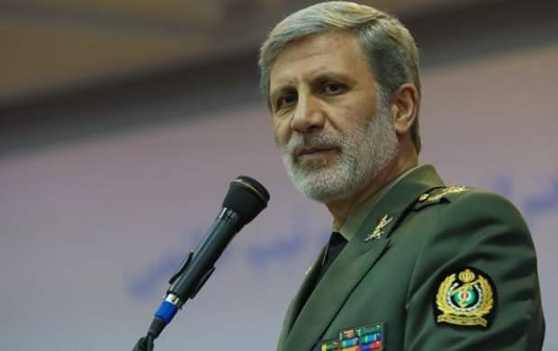 وزیر دفاع: «قوی شدن» را یک تکلیف واجب میدانیم