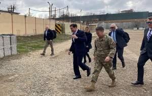 ورود غیرمنتظره وزیر دفاع آمریکا به عین الاسد
