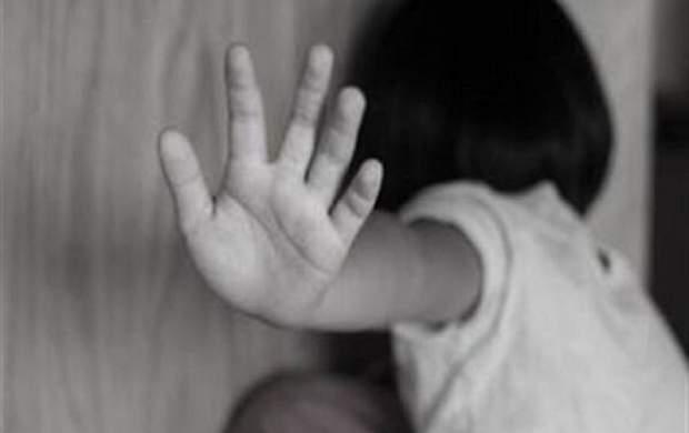 «مهلا» مادر کودک آزار مشهدی روانه زندان شد