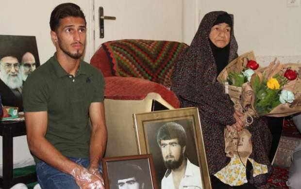 ستاره پرسپولیس با خانواده شهید علیپور دیدار کرد