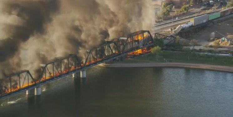 آتشسوزی در قطار آمریکایی و ریزش یک پل عظیم +فیلم و عکس