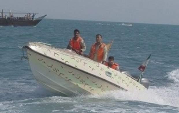 لحظه درگیری شناور دریابانی با قاچاقچیان