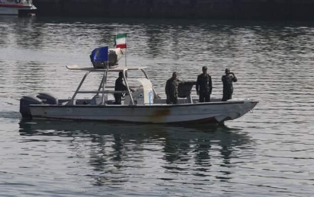 توقیف یک شناور توسط نیروی دریایی سپاه