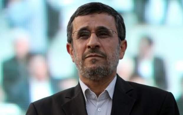 کدام رفتار احمدینژاد برای رهبری عجیب بود؟