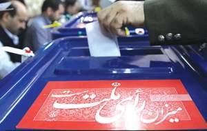 احمدی نژاد با ۱۵۰ نفر به وزارت کشور آمد/ قاضی زاده با دخترش آمد/ خلیلیان، حسن سبحانی، محمد عباسی، رستم قاسمی و قدیری ابیانه هم ثبت نام کردند +تصاویر