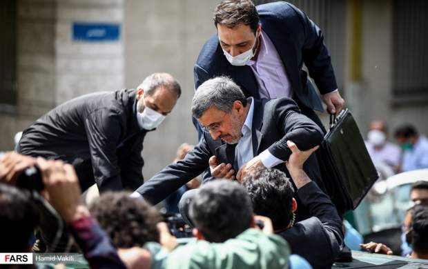 "حضور احمدی نژاد در میان هوادارانش  <img src=""http://cdn.jahannews.com/images/picture_icon.gif"" width=""16"" height=""13"" border=""0"" align=""top"">"