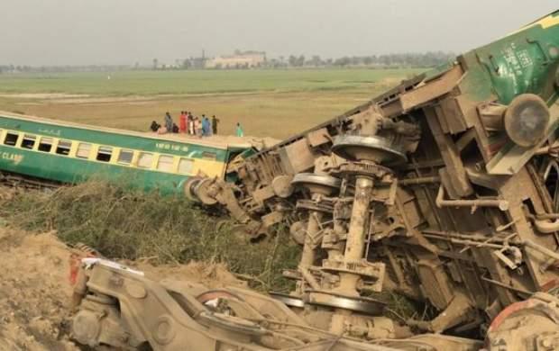 افزایش قربانیان حادثه برخورد دو قطار در پاکستان
