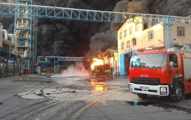 آتش سوزی گسترده در کارخانه بهنوش