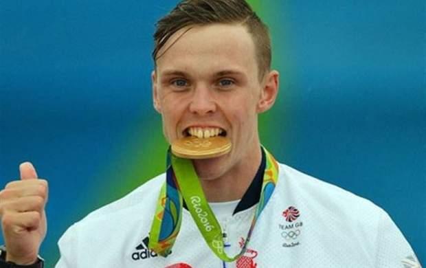 چرا ورزشکاران مدالهایشان را گاز میگیرند؟