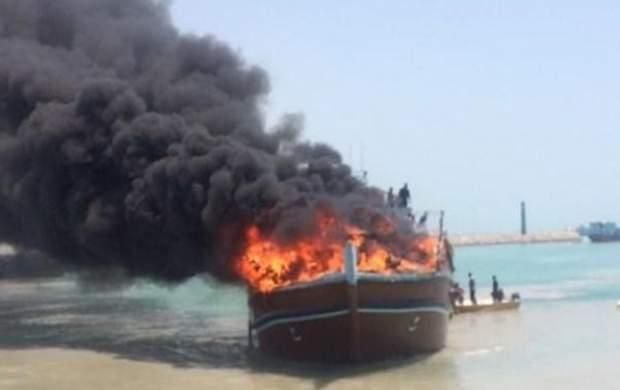 آتش سوزی لنج باری در خور گناوه مهار شد